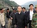 关怀:温总理乘直升机赴汶川震区指挥救灾